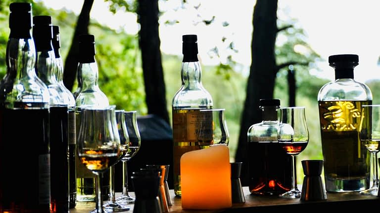 Die entspannte Whisky-Verkostung im Westerwald ist ohne Dresscode.